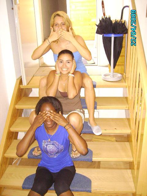 Drei auf der Treppe